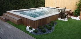 Installation piscine dans le jardin